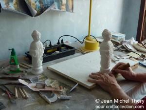 Notre artiste grave les statues d'Himiko
